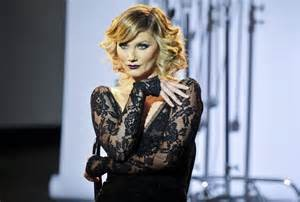 Nettles plays Roxie hart, Chicago musical Broadway